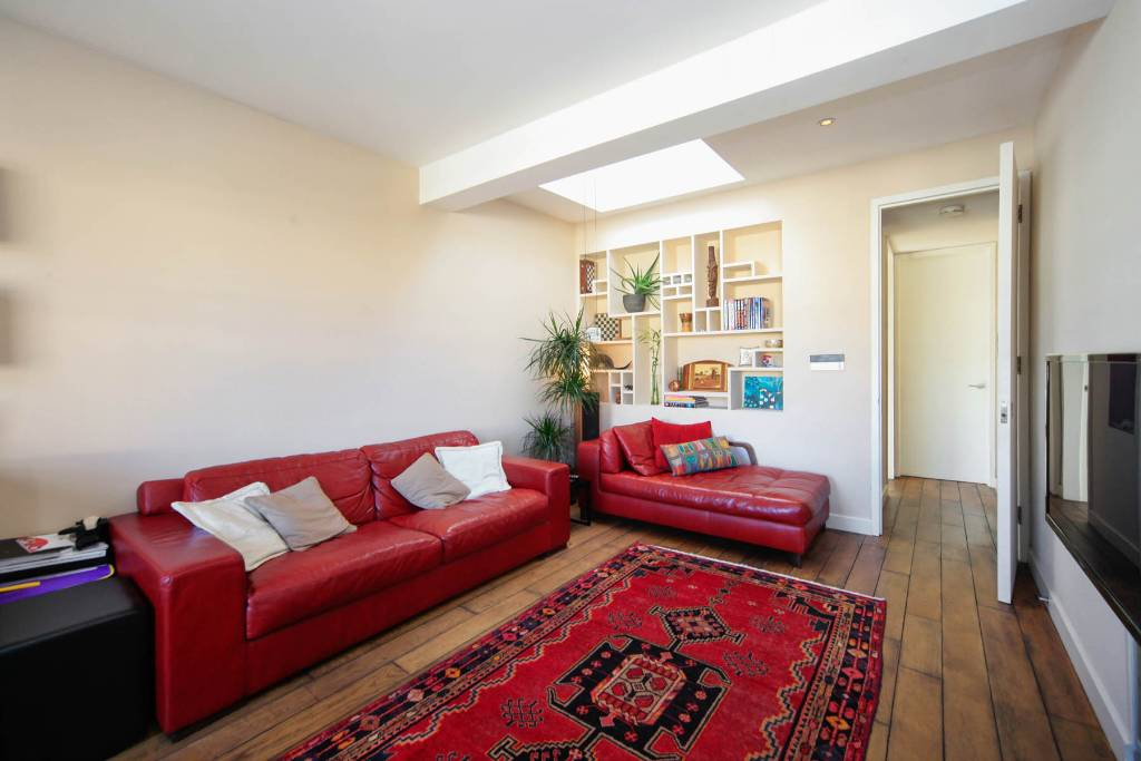Flat F 27, Winchester Road, Swiss Cottage - Image 3