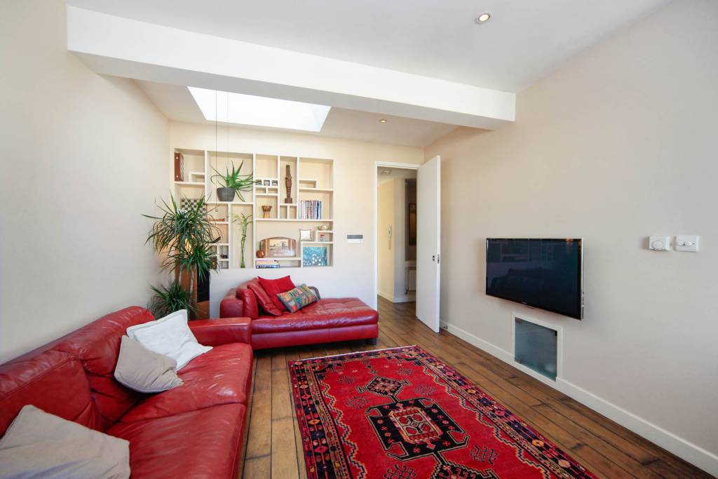 Flat F 27, Winchester Road, Swiss Cottage - Image 2